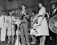 Guy Carawan leads the singing of freedom songs at a mass meeting at Fisk University in Nashville on April 21, 1960.