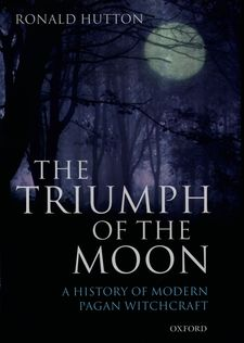 Cover image for The triumph of the moon: a history of modern pagan witchcraft